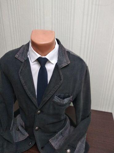 Пиджак модный!Приталенный!Очень удобно носить с джинсами!Размер 50-52