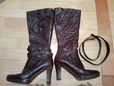 Kozne italijanske cizme,malo nosene, broj 38,stikla 9cm,kozni kais se - Sabac