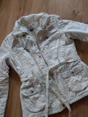 Ženska odeća   Kucevo: Zenska bela jakna Telly weijl.Dobijena na poklon,velika mi je pa je