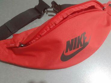 Original Nike zenska torbica,kupljena u Extrasportu,placena 2600