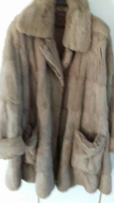 Veoma elegantna bunda od kanadske veverice. Bunda je do kolena(pelerin - Pancevo