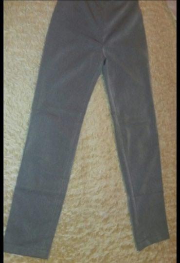Pantalone do ispokolena - Srbija: Sive uske pantalone(odgovara do 180cm visine i 60kg)