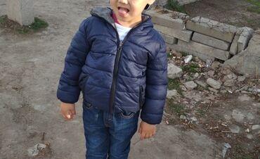 Детская осенняя -двухстороняя куртка на мальчика 3-4 года в хорошем