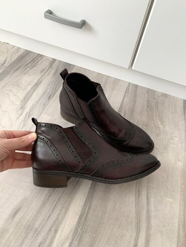 Zenske kozne cizme,vrlo malo koriscene.Velicina 39