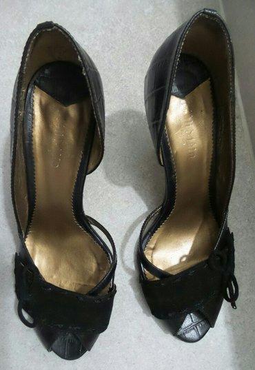 Ženske cipele na štiklu,crne boje,broj 35. Obuvene su dvaput,u - Beograd