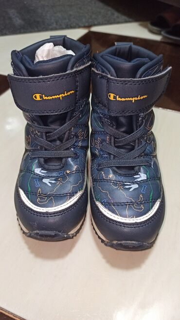 Dečija odeća i obuća - Kosovska Mitrovica: Champion decije cizme br 25Bukvalno kao nove. Bez tragova koriscenja