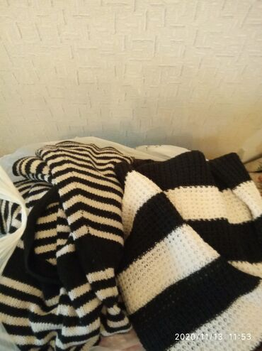 Отдам пакет теплых вещей;1.зимнее пальто с капюшоном.разм 42-44