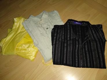 Na prodaju tri košulje u paketu... Sve u velicini S. - Cuprija