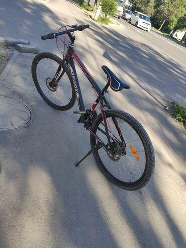 Велосипеды - Кыргызстан: Велосипед. Б/УГородской Состояние хорошее Размер диска 26Удобный