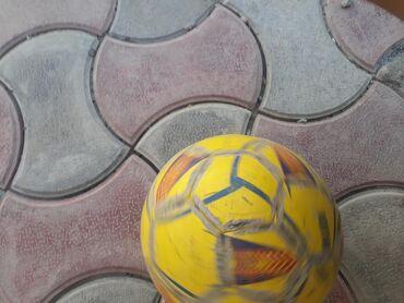 Мячи - Бишкек: Футбольный мяч состояние хорошее Made in Pakistan