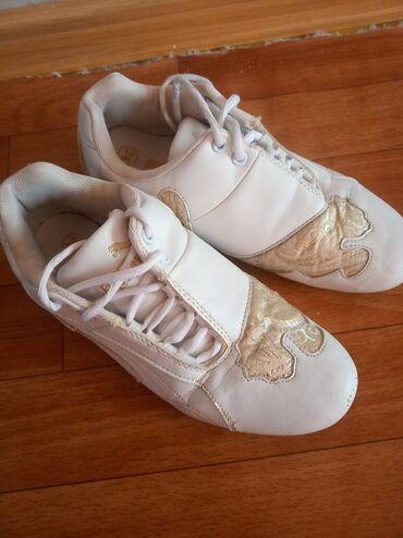 Продаю кроссовки Puma оригинал, размер 36. цена 300с, потому что, есть