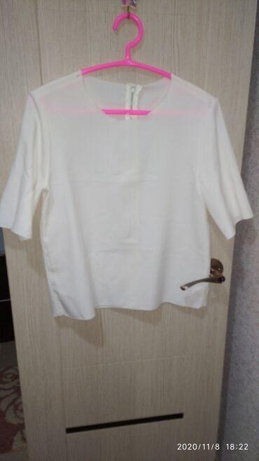 Личные вещи - Каракол: Продаю белую кофту,отличного качества,в хорошем состоянииОтдам за