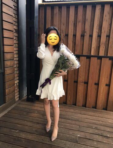 длинное платье темно зеленого в Кыргызстан: Продаю белое платье 46 размера.Носила один раз на мероприятие. Размер