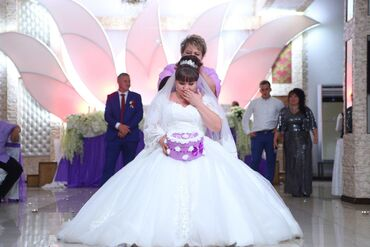 1808 объявлений: Продаю свадебное платье. 54-56 размер. корсет на шнуровке. одето 1