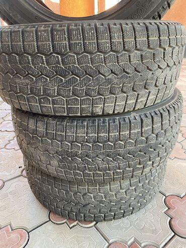 шины 205 55 r16 зима в Кыргызстан: Продаю комплект зимних шин R16 Фирма - Yokohama Производство - Япония