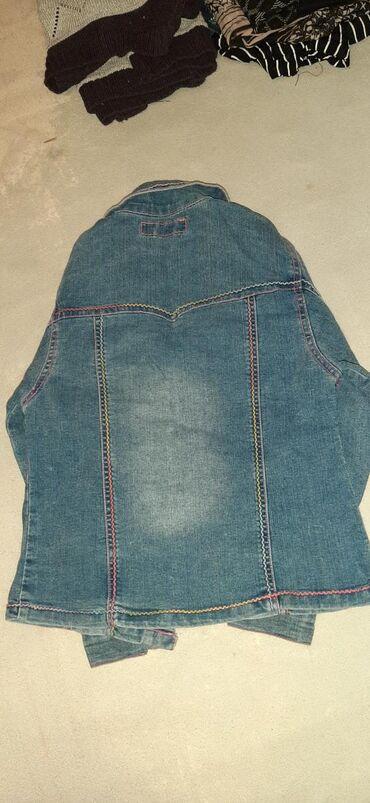 Tekasas jakna, velicina 14, sa roze nitima.Licno preuzimanje ili