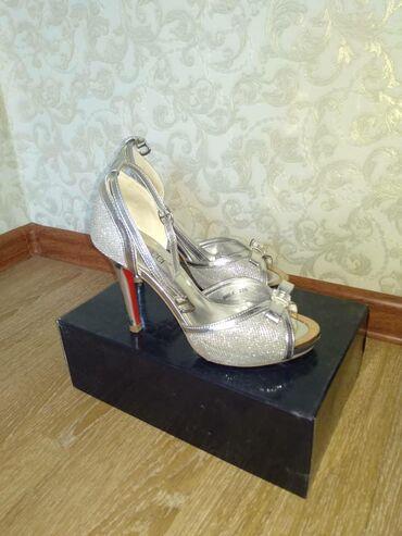Красивые женские туфли. Размер 36. Состояние отличное