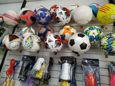 Мячи - Бишкек: Футбольный мяч Топ Мячи Размер :4-5 Цены от 700 сом и выше Перчатки