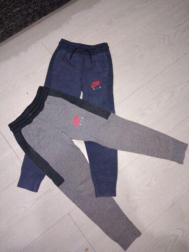 Dečija odeća i obuća - Beocin: Original Nike trenerke obe za zimu vel 122-128 odlicne, kao nove