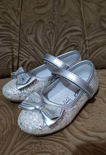 Серебряную колечку и сережку - Кыргызстан: Продам обувь в отличном состоянии для девочки туфельки нарядные с сере