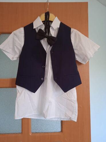 Детский мир - Беловодское: 1)Школьный костюм на первый класс, отличном состоянии рубашка новая