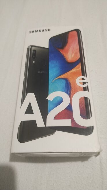 Mobilni telefoni - Kraljevo: Nov samsung, samo licno preuzimanje, gratis zastitno staklo