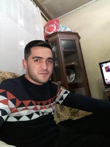 Bakı şəhərində Surucu işi axdariram hovsanda yaşiyiram 30 yaşim var şeheri əla