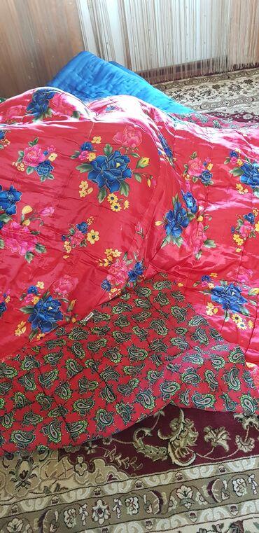 352 объявлений: РАСПРОДАЖА! Новое одеяло- двухспальное. Наполнитель-вата. 1500 с