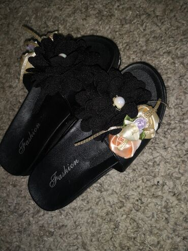 Papuce nove ne korišćene, broj 36, gaziste 22,5 cm