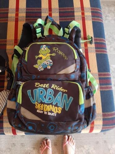 Ostalo | Futog: Skolska torba jaka i ima dosta pregrada. Ima sakriven prsluk kada ki