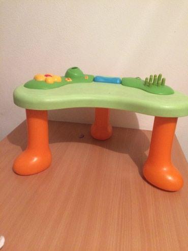 Jako lep sto za decu..Sve na stolu se pomera,deci je vrlo zanimljiv.. - Belgrade