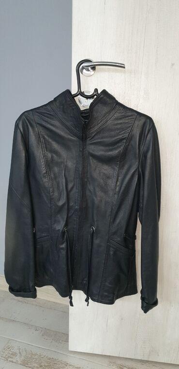 Prelepa strukirana jakna od vrlo lepe i mekane koze velicina XL.Jakna