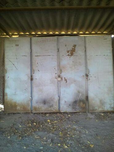 Сейфы - Кыргызстан: Продам металлический шкаф четыре секции с полками советский из