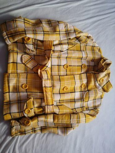 Dukser jakna veličina L, boja Žuto bela, bez oštećenja, topao