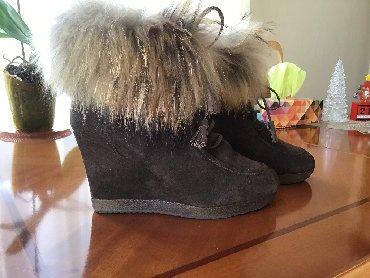 botinki 39 razmer в Кыргызстан: Ботинки натуральная замша, овчина внутри, куплены в Москве дорого сост