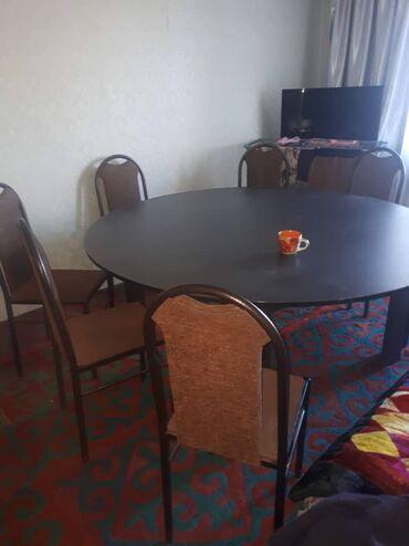 Стол большой, круглый, без стульев