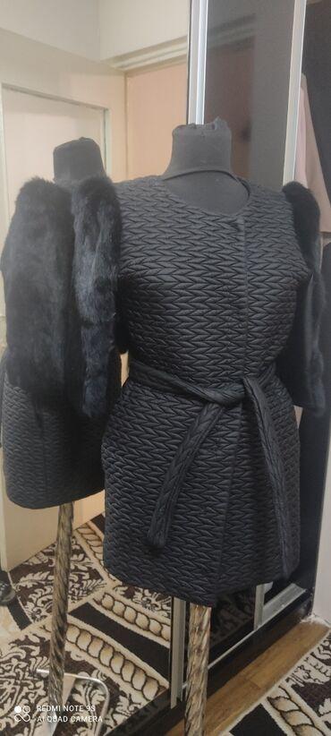 Пальто демисезонноеразмер 42-44 S .рукава 3/4мех гат