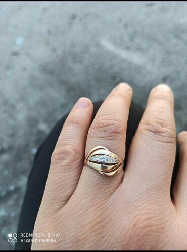Продам золотое кольцо 375 пробы носили всего лишь 2недели18размер