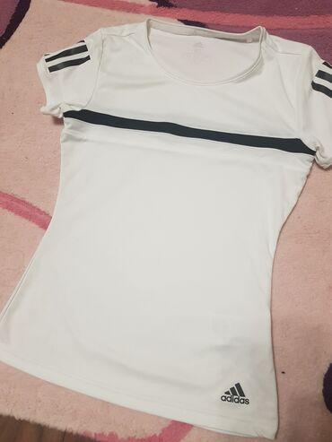 Женская одежда - Кок-Джар: Срочно продаю футболку адидас оригинал.размер не подошёл