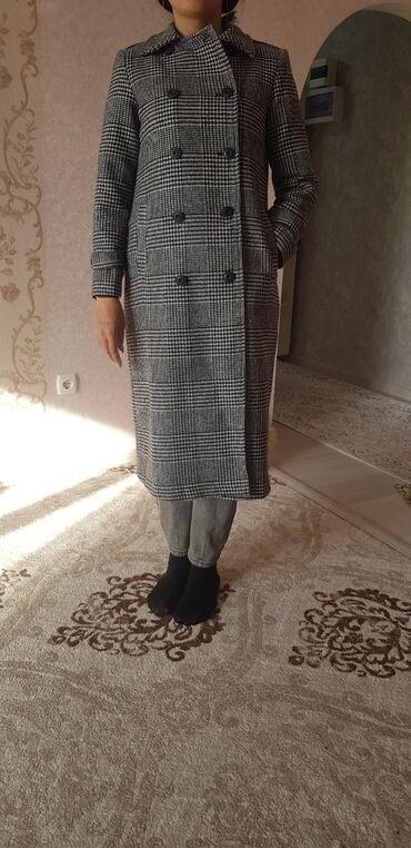 Пальто. размер 44. покупала в Москве. отличного качества. 5000сом