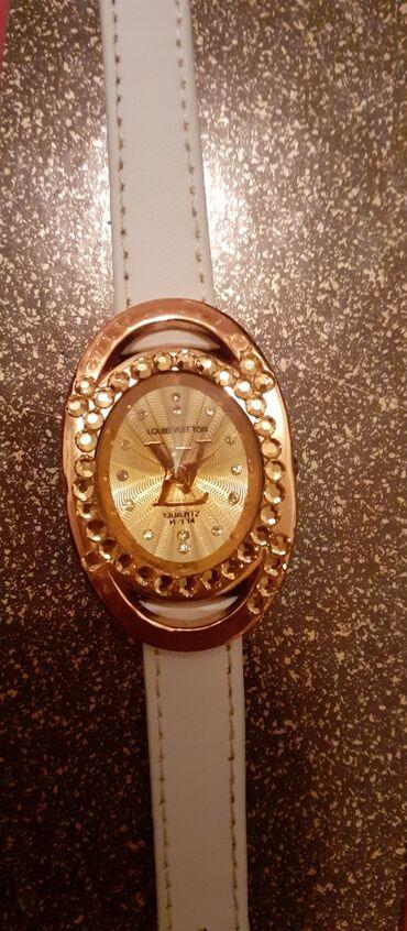 LV predivan Loius Vuitton zenstven rucni sat predivnog dizajna i