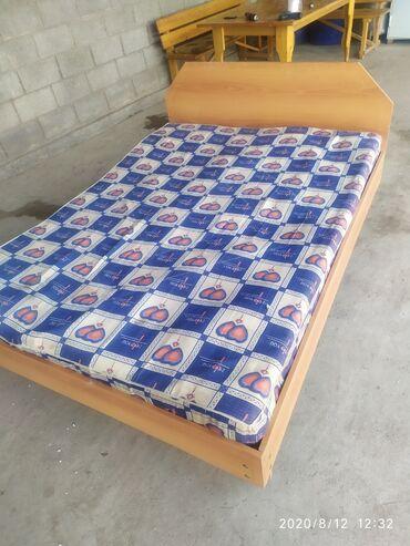 спальные кровати с матрасами в Кыргызстан: Кровать, диван двуспальная с матрасом. находится в г.Шопоков