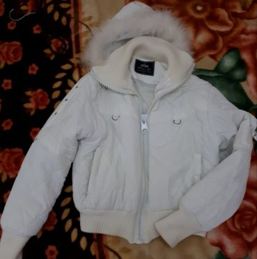 Zimska jaknica bela, nije ostecena. Kapuljaca se skida. Br. L. - Belgrade