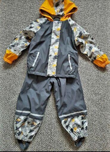 Dečija odeća i obuća - Sremska Kamenica: Gumirana postavljena jaknica i pantalone