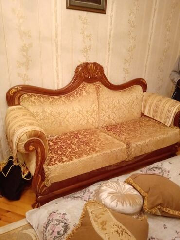 yer almaq - Azərbaycan: Yeni alınıb, evdə yer olmadığı üçün işlənməyib, heç bir defekti