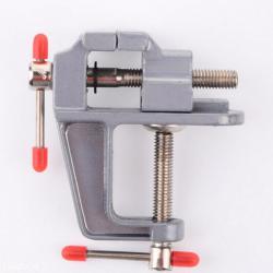 Instrumenti | Srbija: Mala metalna stega sa otvorom za stezanje materijala do 3 cm debljine