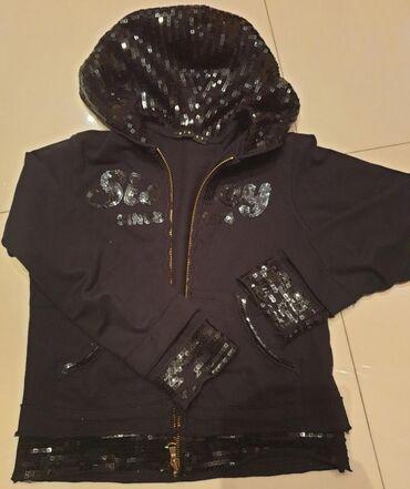 SISLEY - Benetton crni dux jakna sa sljokicama. Velicina 120 cm,za 6