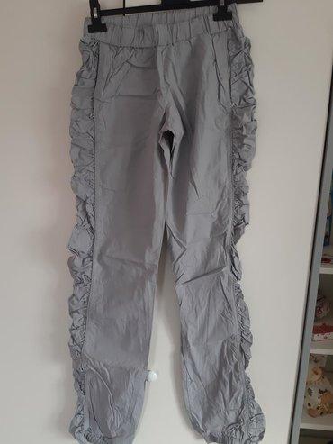 Zenske pantalone sa dzepovima sa strane L velicina