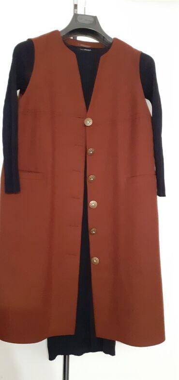 Продаётся трикотажное платье ( ткань лапша) и безрукавка (жилет) . Пла