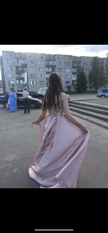 Платье одевалось 1 раз на выпускной вечер  Покупала за 500 манат Состо
